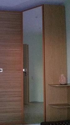 Четырех створчатый шкаф с распашными дверьми