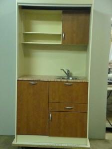 Офисная мини кухня с посудомоечной машиной