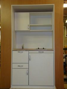 Офисная мини кухня со встроенным холодильником