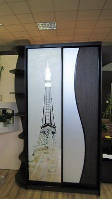 Шкаф купе с фасадом из витражного стекла