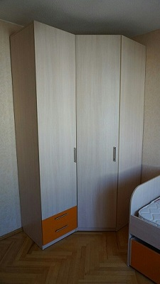 Угловой распашной шкаф гардероб
