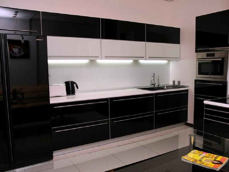 Черная кухня из эмали Адель
