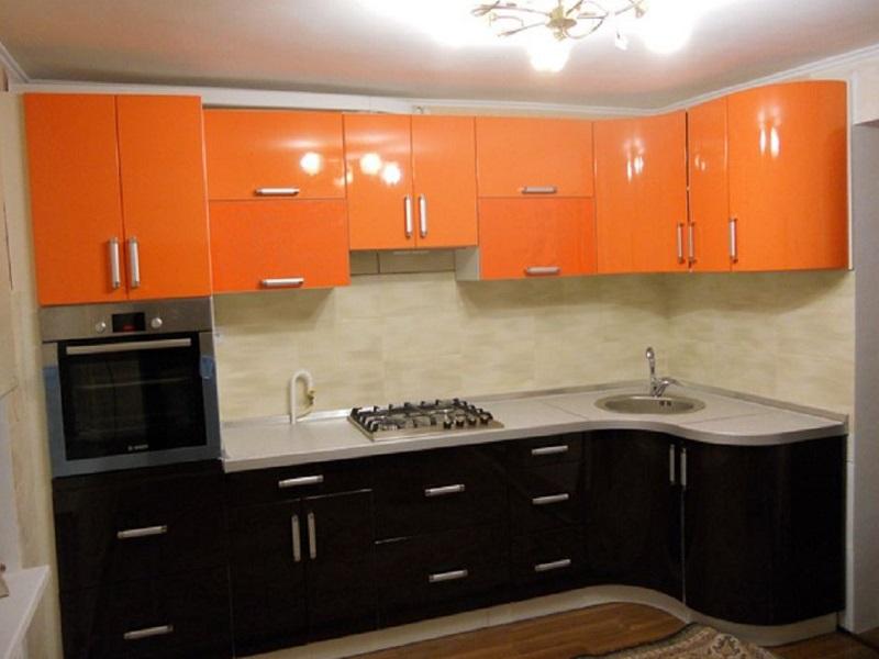 кухня с закругленными фасадами из эмали Барса