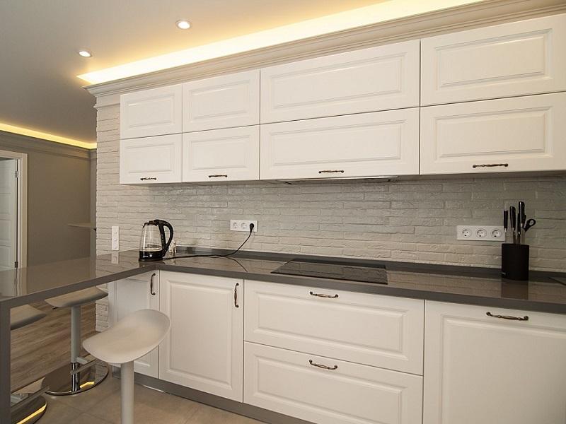белая классическая кухня МДФ в пленке Энерджи