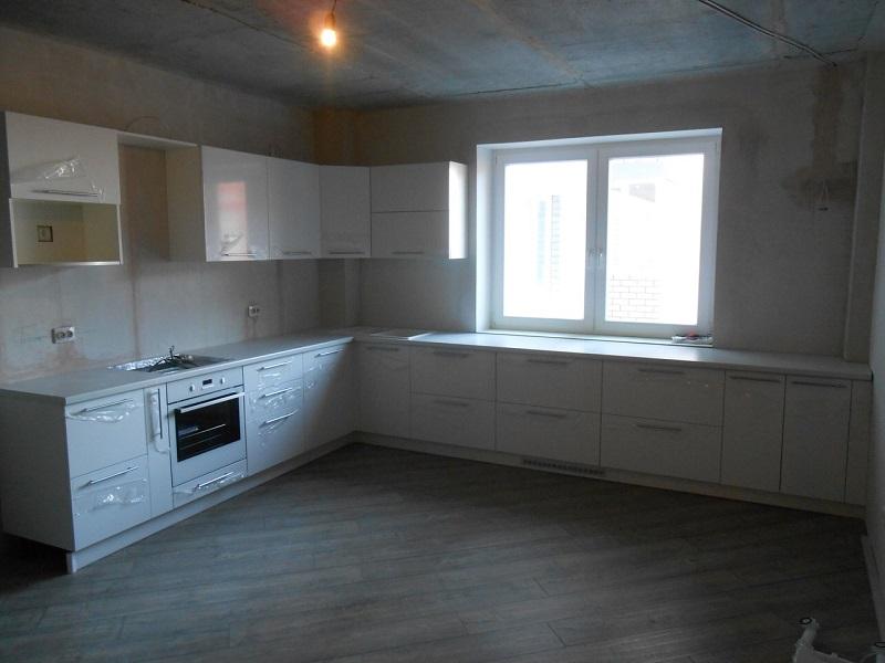 Белая встроенная кухня МДФ эмаль Клоди