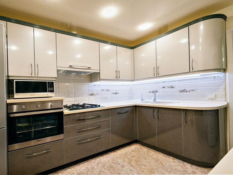 Бежевая угловая кухня МДФ эмаль Луиза