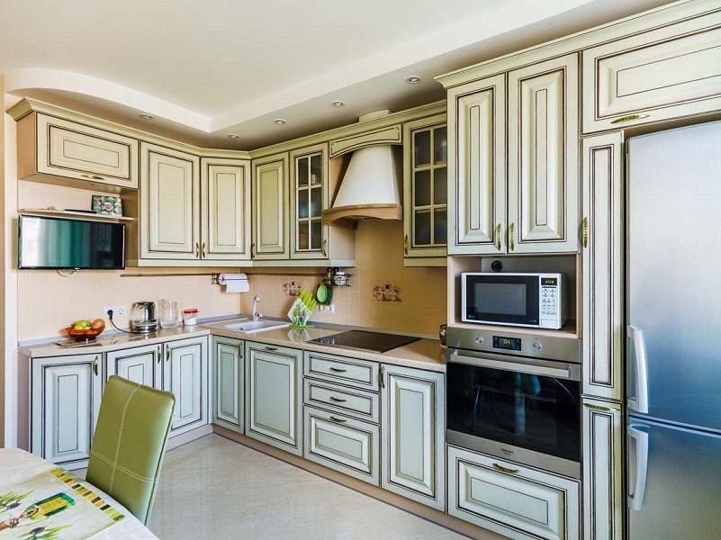 классическая кухня с патиной МДФ в пленке Новелла
