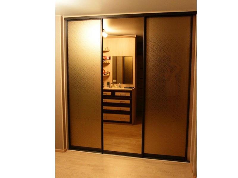 Купить двери-купе зеркало посередине недорого в Москве