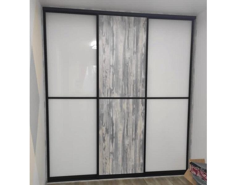 Двери для встроенного шкафа из пластика