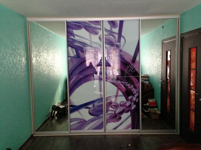 Зеркальные двери-купе с фотопечатью