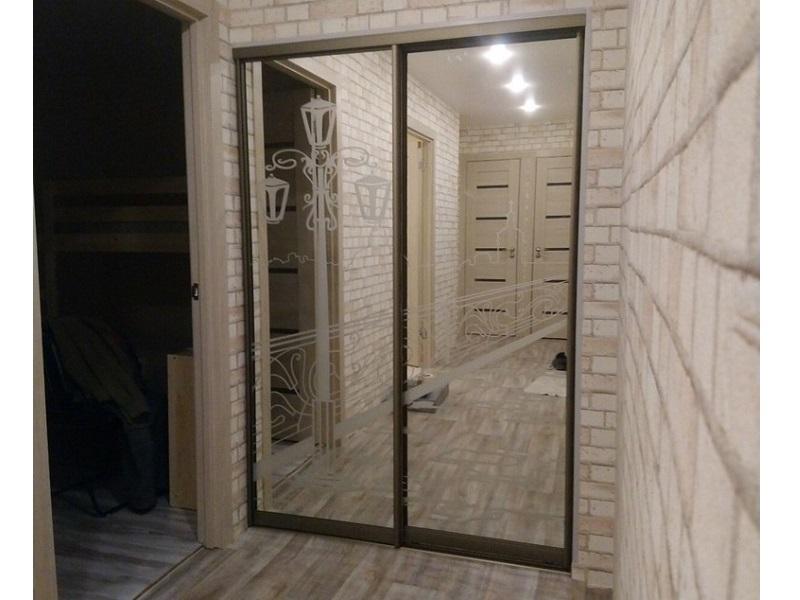 Двери-купе в стену с пескоструйным рисунком