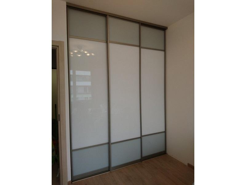 Комбинированные двери-купе цветное стекло