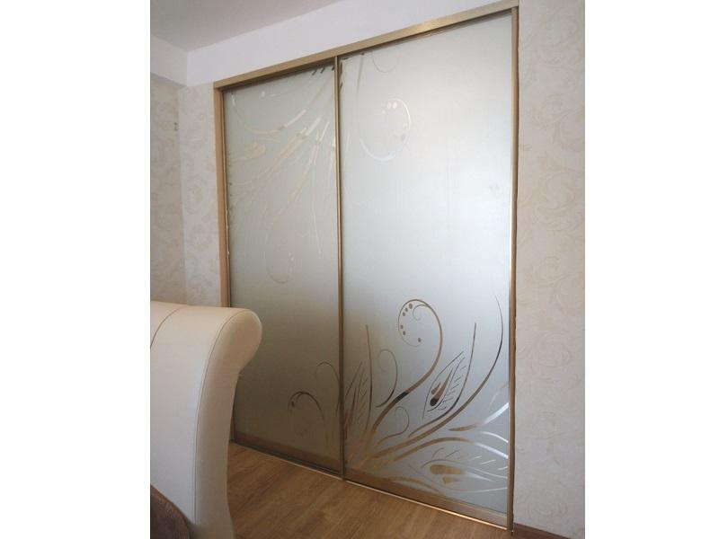 Нижнеопорные двери-купе с пескоструйным рисунком