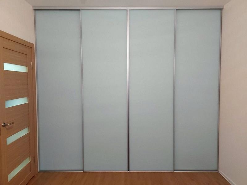 Двери-купе матовое стекло в гостиную