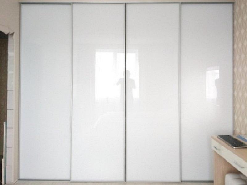 Двери-купе в узком профиле белый глянец