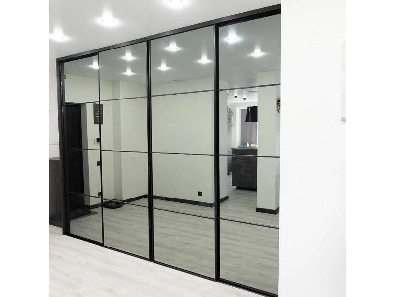 Зеркальные двери купе в гостиную