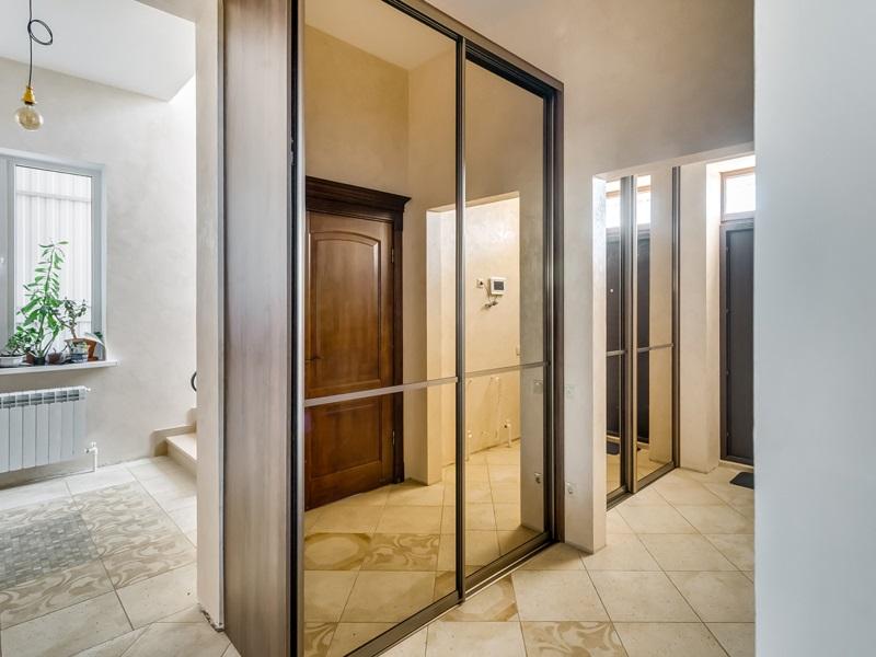 Большие зеркальные двери
